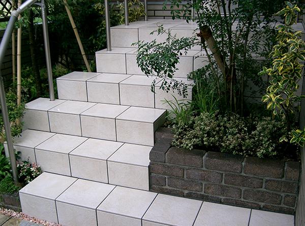曲がり階段の家