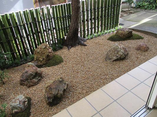 鉄砲垣の庭